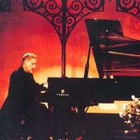 0012 Marek-joue-du-piano1.jpg